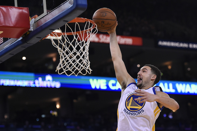 Golden State Warriors' Klay Thompson (11) goes up for a dunk against the Milwaukee Bucks in the second quarter of their game at Oracle Arena in Oakland, Calif., on Friday, Dec. 18, 2015. (Jose Carlos Fajardo/Bay Area News Group)