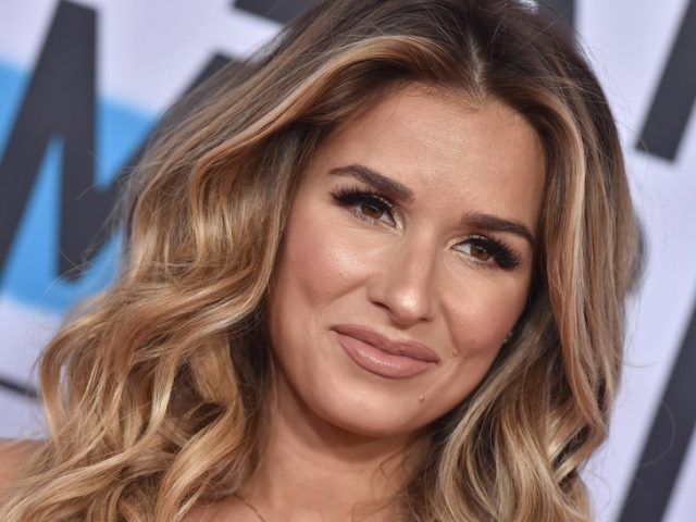 Jessie James Decker Height Weight Body Measurements